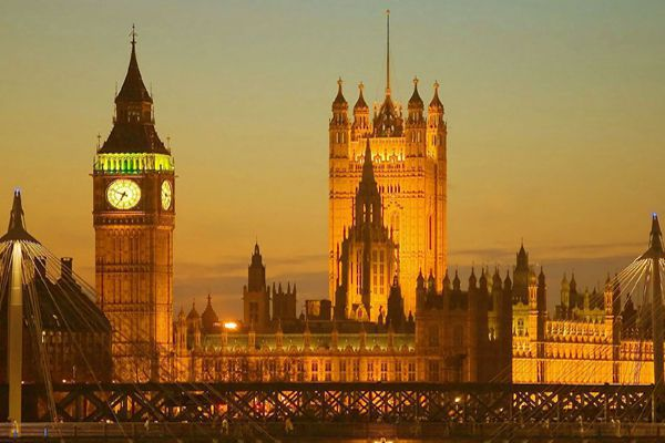Light-Big-Ben-London-United-Kingdom-mixtourist